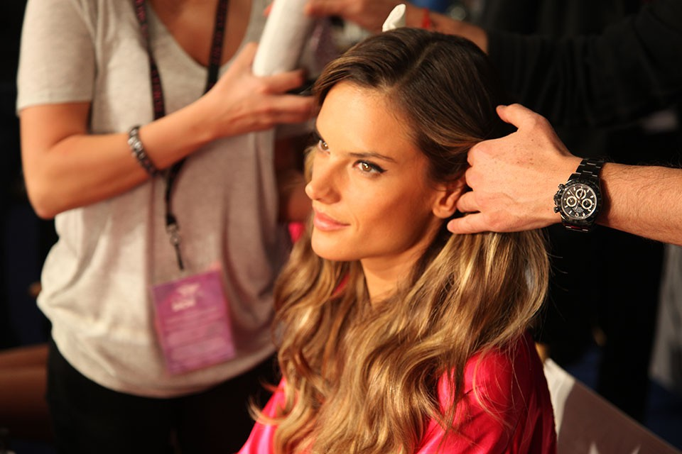 Backstage beauty was full-go at the Victoria's Secret Fashion Show last week. Makeup and beauty expert Lauren Cosenza curated the looks along with legendary ...